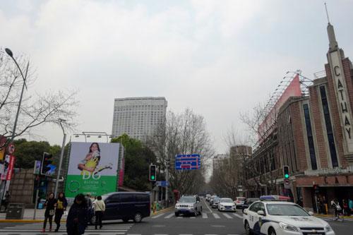 オークラガーデンホテル上海(花園飯店上海)と国泰電影院のある茂名南路