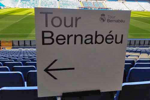 Tour Bernabeuの案内標識