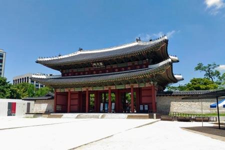 昌徳宮の正門「敦化門」