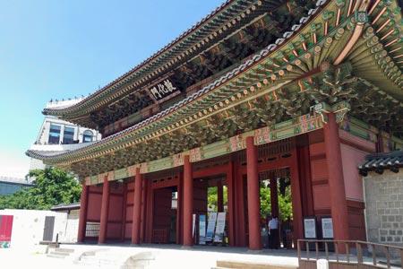昌徳宮にある韓国最古の門「敦化門」