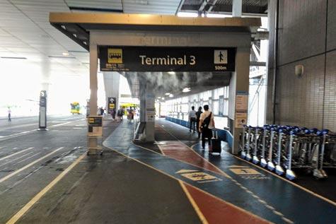 成田第2ターミナルと第3ターミナルを結ぶ通路