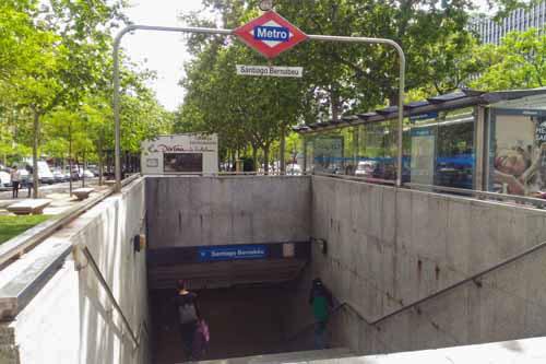 メトロ10号線「サンティアゴ・ベルナベウ駅」