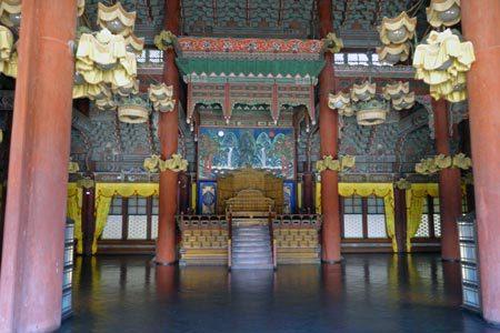 「仁政殿」の内部