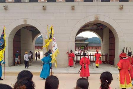 景福宮の守門将交代式